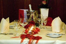 Valentinstag Candlelight Dinner - Tischdekoration